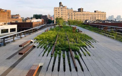 HIGH LINE ELEVATED PARK IN NEW YORK